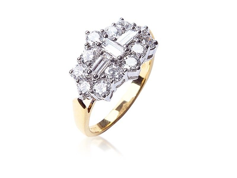 18ct Yellow & White Gold ring with 2.00ct Diamonds in white gold mount.