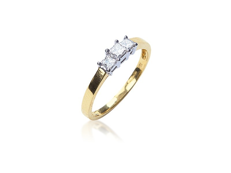 3 stone 18ct Yellow & White Gold ring with 0.25ct Diamonds in white gold mount.