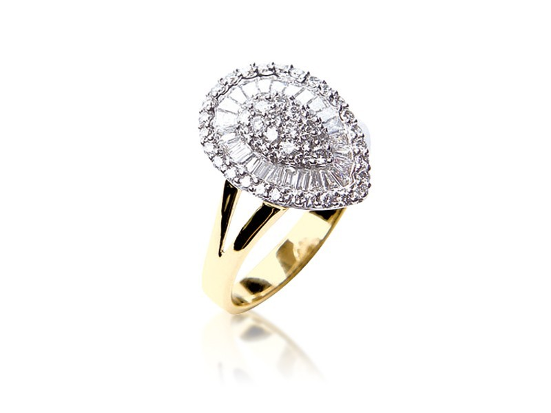 18ct Yellow & White Gold ring with 0.85ct Diamonds in white gold mount.