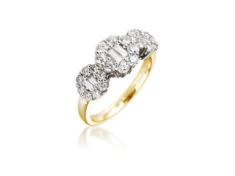 18ct Yellow & White Gold ring with 0.95ct Diamonds in white gold mount.