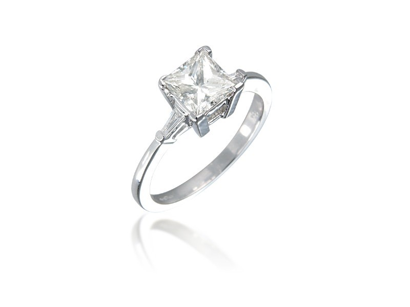 18ct White Gold 1.15ct Diamond Solitaire Engagement Ring