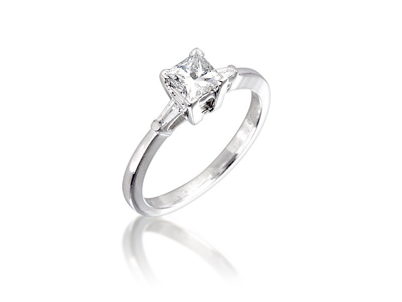 18ct White Gold 0.65ct Diamond Solitaire Engagement Ring