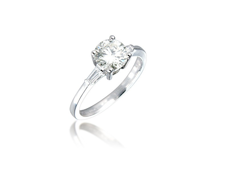 18ct White Gold 1.10ct Diamond Solitaire Engagement Ring