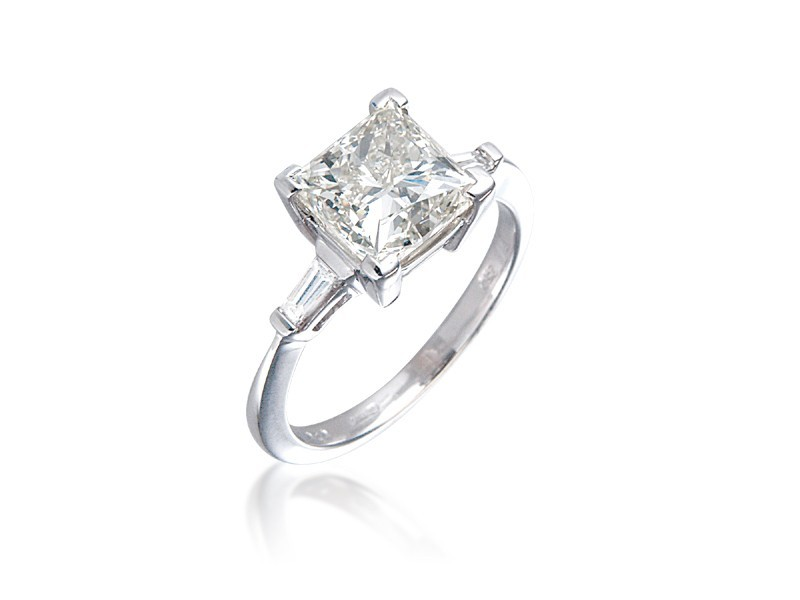 18ct White Gold 3.30ct Diamond Solitaire Engagement Ring