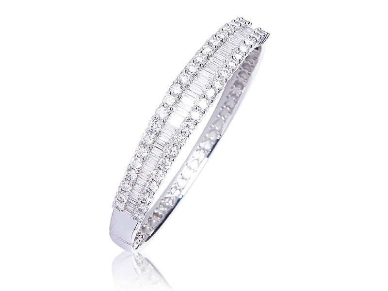 18ct White Gold & 7.30ct Diamonds Bangle