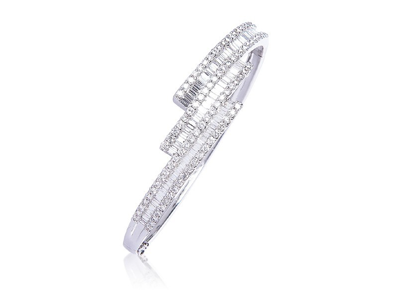 18ct White Gold & 4.00ct Diamonds Bangle