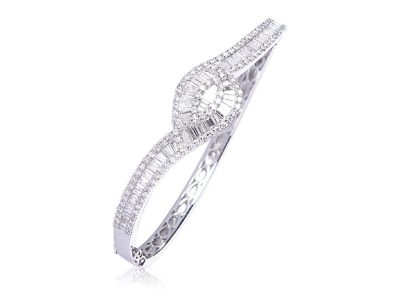 18ct White Gold & 3.75ct Diamonds Bangle