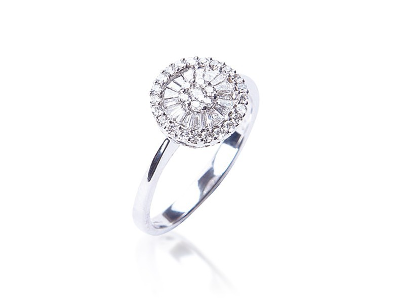 18ct White Gold ring with 0.40ct Diamonds