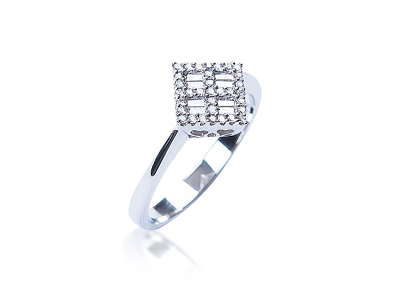 18ct White Gold ring with 0.25ct Diamonds