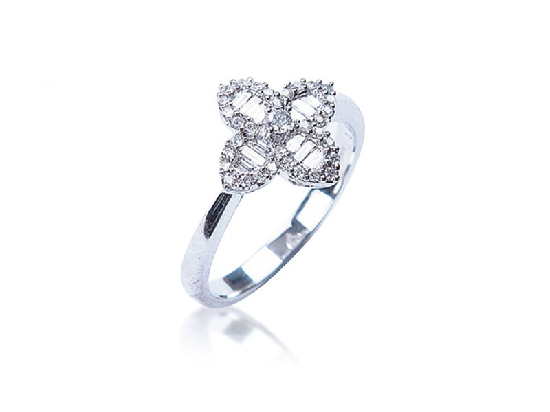 18ct White Gold ring with 0.33ct Diamonds