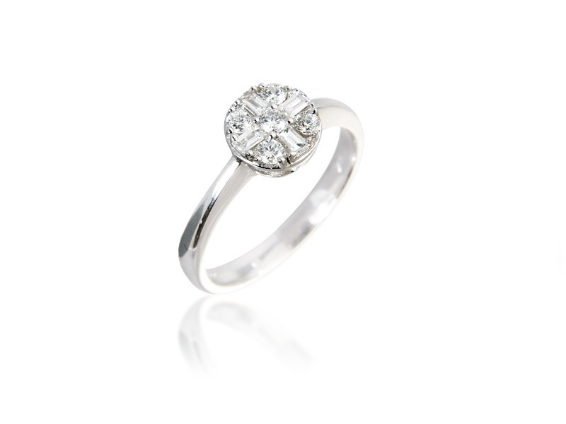 18ct White Gold ring with 0.30ct Diamonds