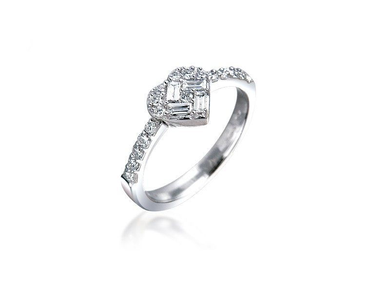 18ct White Gold ring with 0.35ct Diamonds