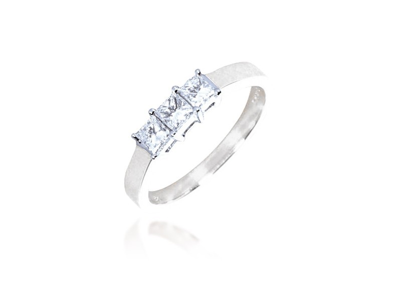 3 stone 18ct White Gold ring with 0.50ct Diamonds.