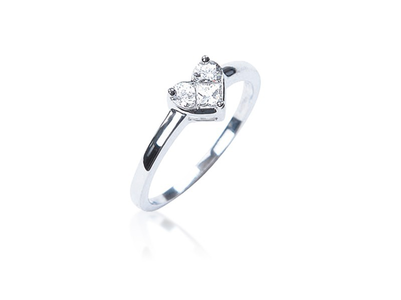 18ct White Gold ring with 0.33ct Diamonds.