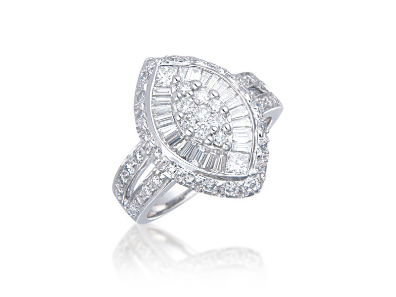 18ct White Gold ring with 1.55ct Diamonds.