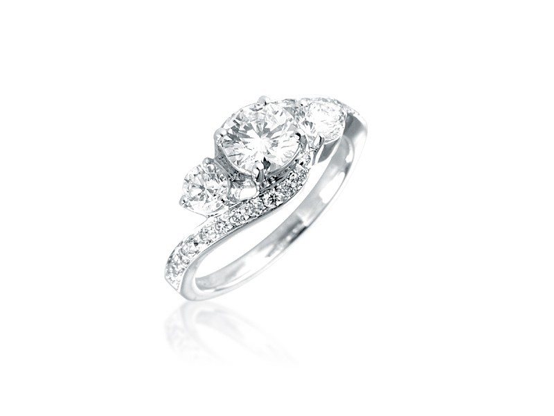 3 stone 18ct White Gold ring with 1.50ct Diamonds.