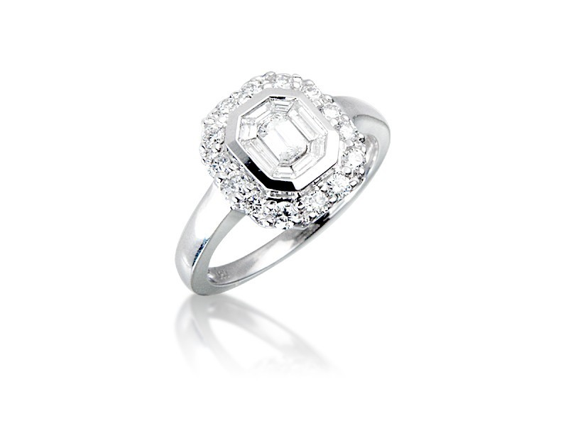 18ct White Gold ring with 0.80ct Diamonds.