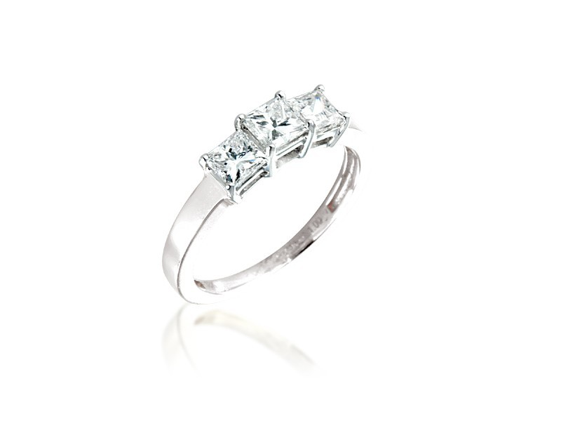 3 stone 18ct White Gold ring with 1.00ct Diamonds.