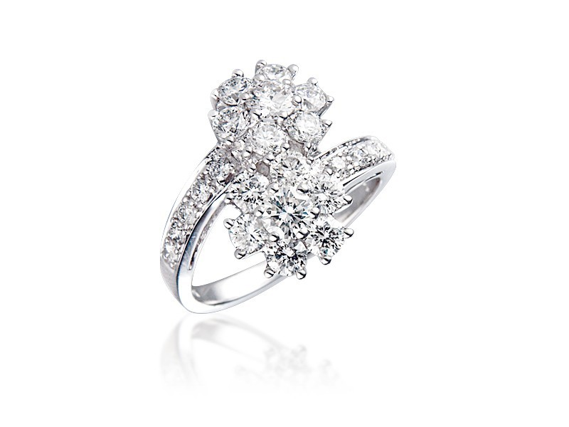 18ct White Gold ring with 1.80ct Diamonds.