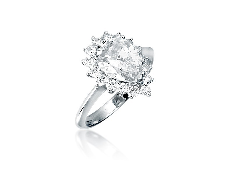 18ct White Gold ring with 2.80ct Diamonds.