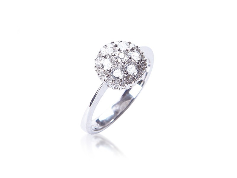 18ct White Gold ring with 0.60ct Diamonds.