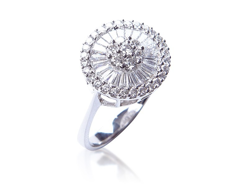 18ct White Gold ring with 1.20ct Diamonds.