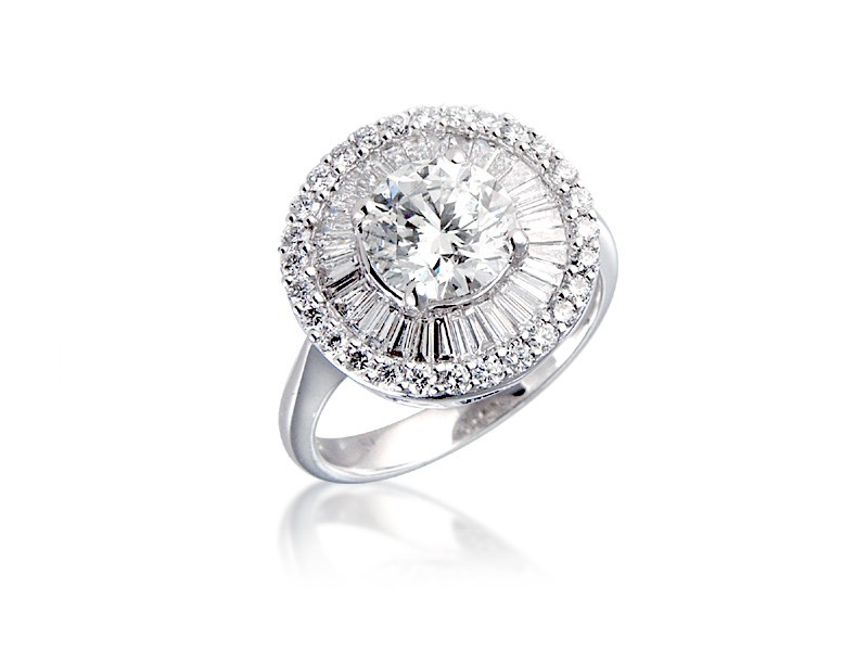 18ct White Gold ring with 2.35ct. Diamonds.