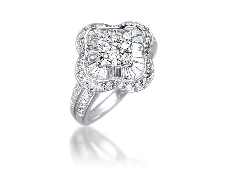 18ct White Gold ring with 1.35ct Diamonds.