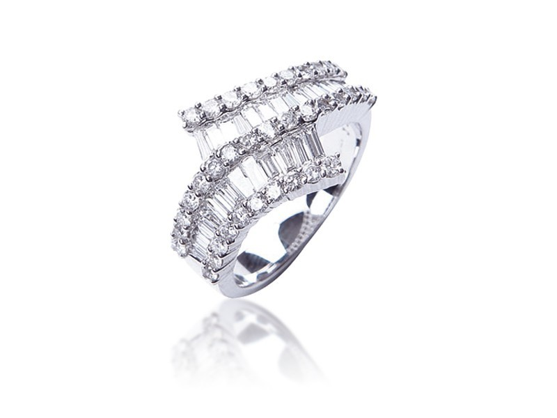 18ct White Gold ring with 1.45ct Diamonds.