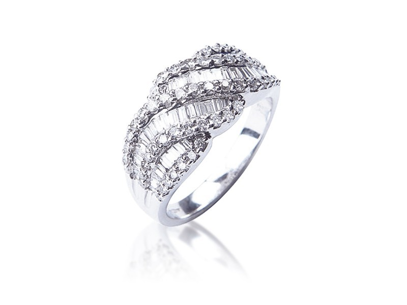 18ct White Gold ring with 1.15ct Diamonds.