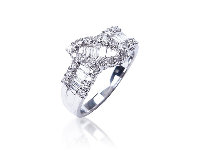 18ct White Gold ring with 1.25ct Diamonds.