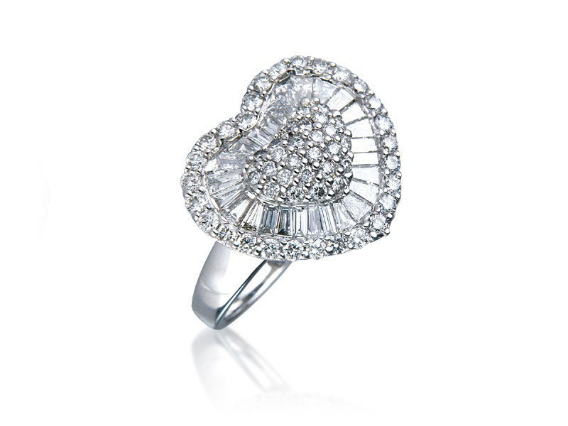 18ct White Gold ring with 1.40ct Diamonds.