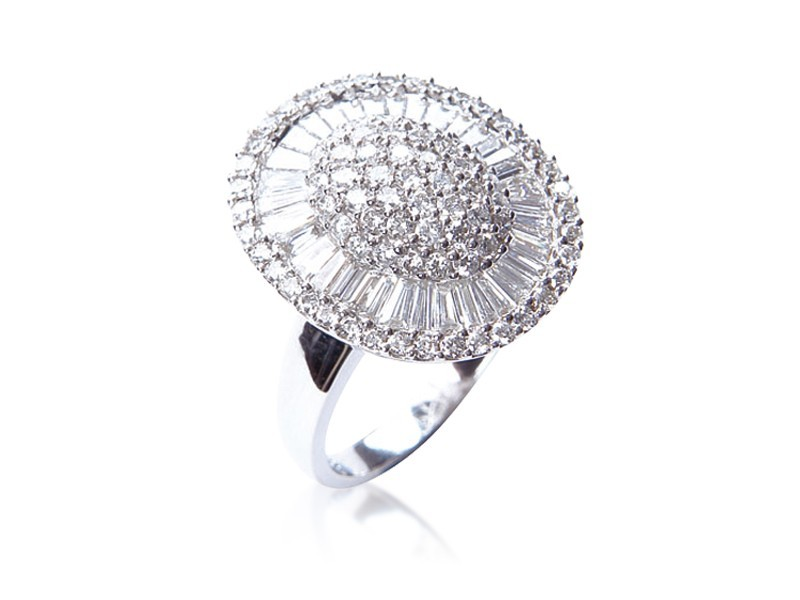 18ct White Gold ring with 2.00ct Diamonds.