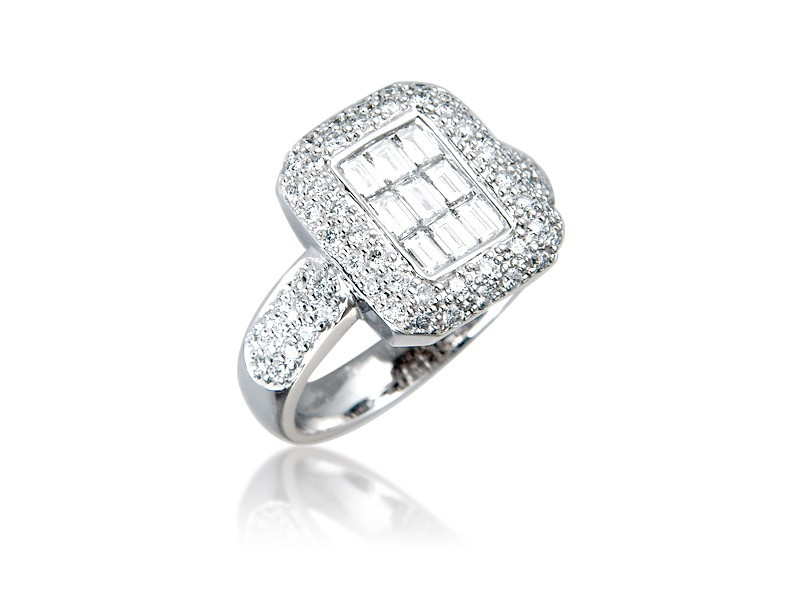 18ct White Gold ring with 1.10ct Diamonds.