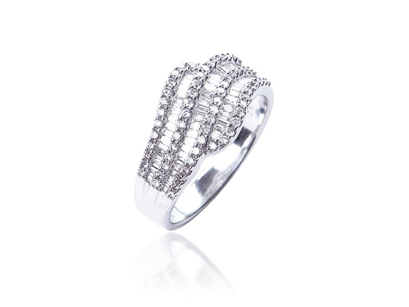 18ct White Gold ring with 0.75ct Diamonds.