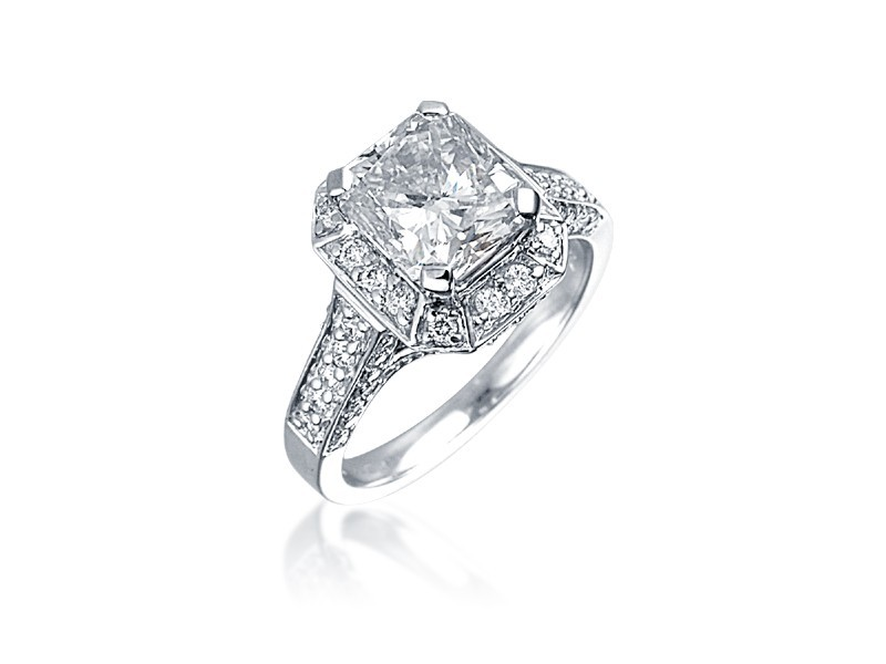 18ct White Gold ring with 2.50ct Centre Stone Total Diamonds 3.10ct