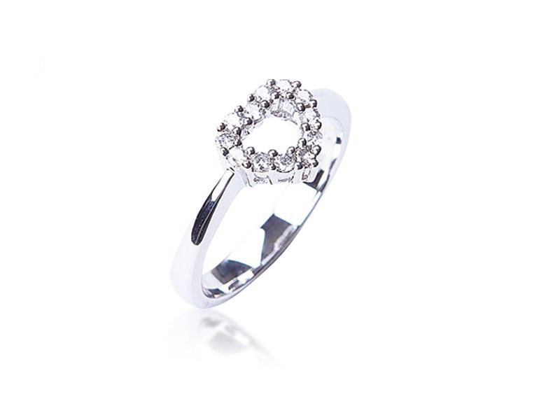 18ct White Gold ring with 0.20ct Diamonds.