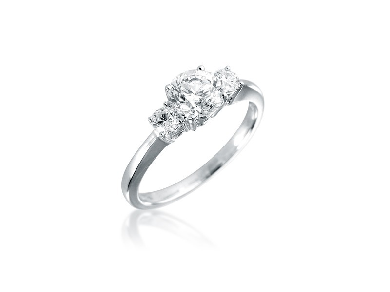 3 stone 18ct White Gold ring with 1.10ct Diamonds.