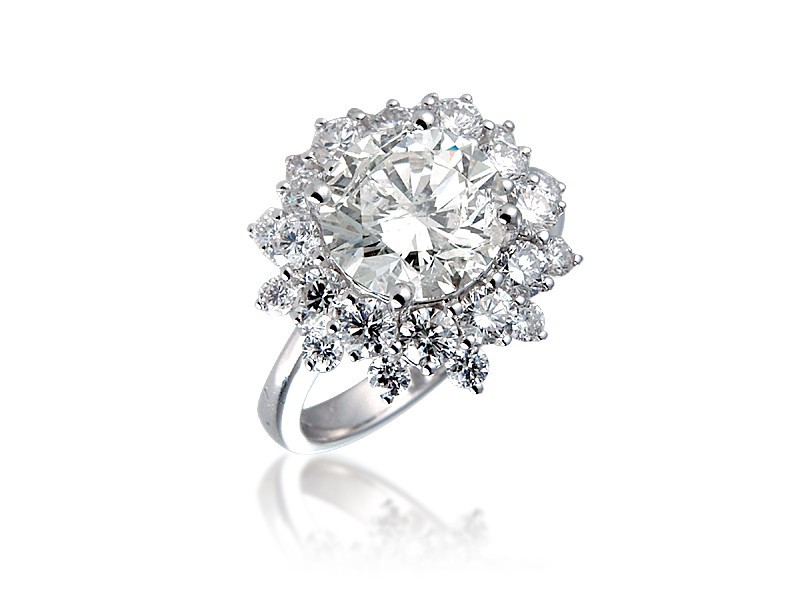 18ct White Gold ring with 3ct Centre Stone Total Diamonds 4.85ct.
