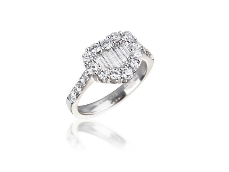 18ct White Gold ring with 0.90ct Diamonds.