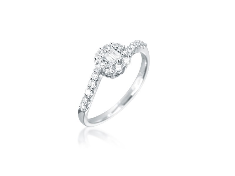 18ct White Gold ring with 0.30ct Diamonds.