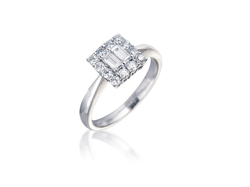 18ct White Gold ring with 0.40ct Diamonds.