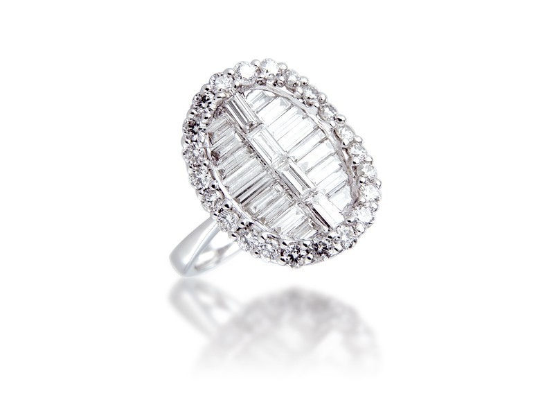 18ct White Gold ring with 1.50ct Diamonds.