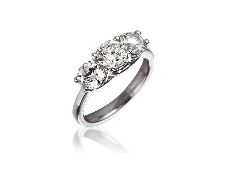 3 stone 18ct White Gold ring with 2.00ct Diamonds.