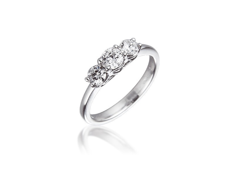 3 stone 18ct White Gold ring with 0.75ct Diamonds.