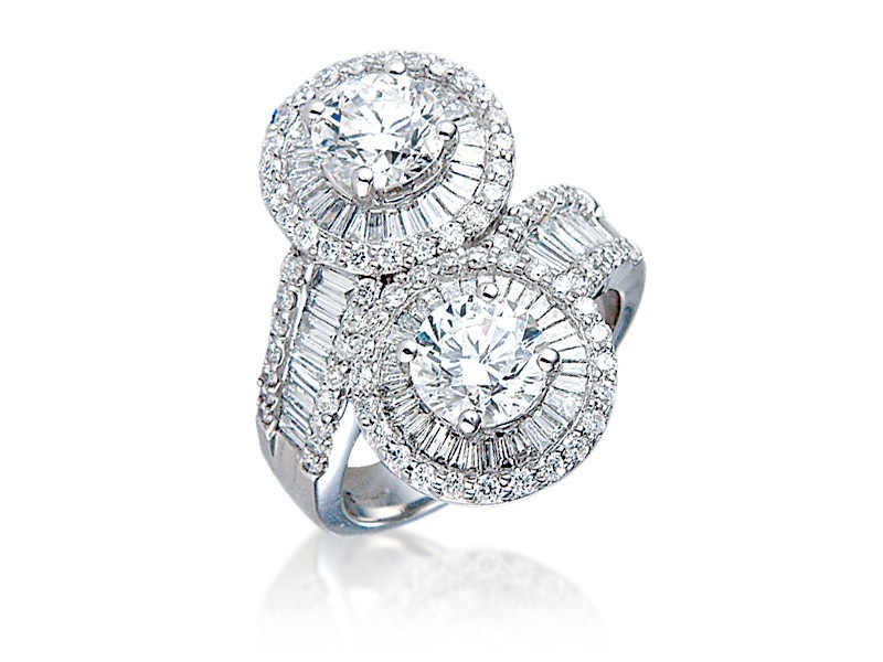 18ct White Gold ring with 3.30ct Diamonds.