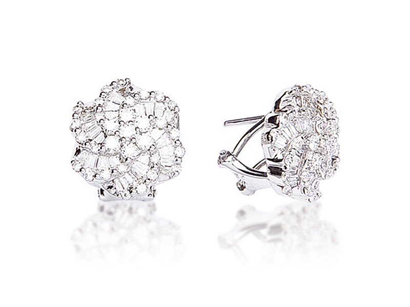 18ct White Gold Stud Earrings with 1.50ct Diamonds.