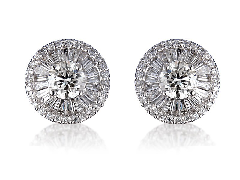 18ct White Gold Stud Earrings with 3.60ct Diamonds.