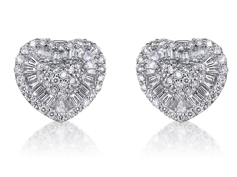 18ct White Gold Stud Earrings with 2.65ct Diamonds.