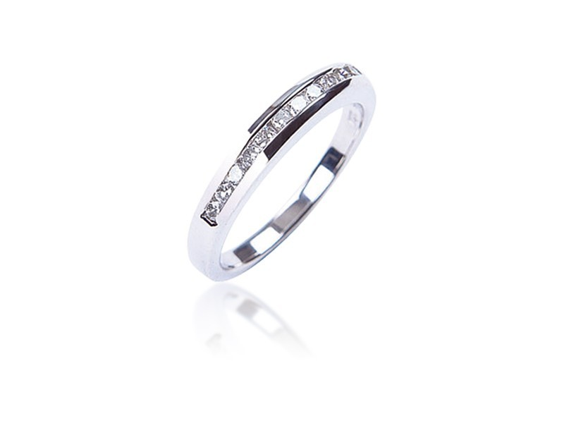 18ct White Gold Eternity Ring with 0.25ct Diamonds.